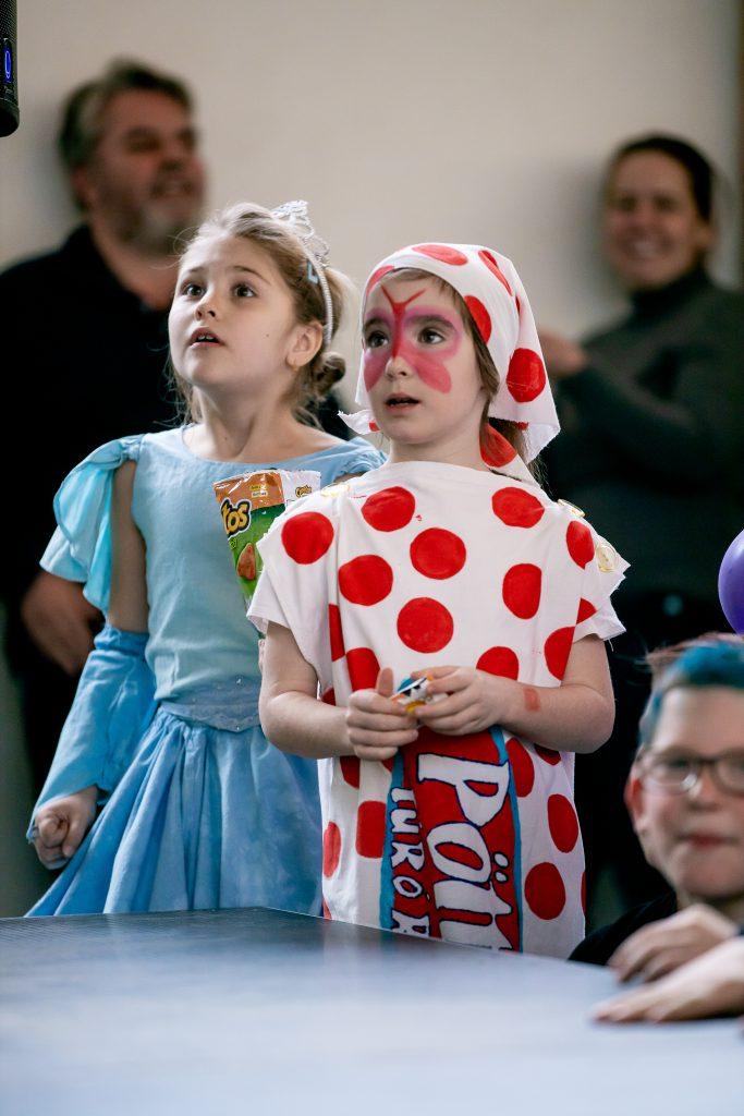 Amikor Joker és Elza hercegnő együtt bulizik - életképek az iskolai farsangról
