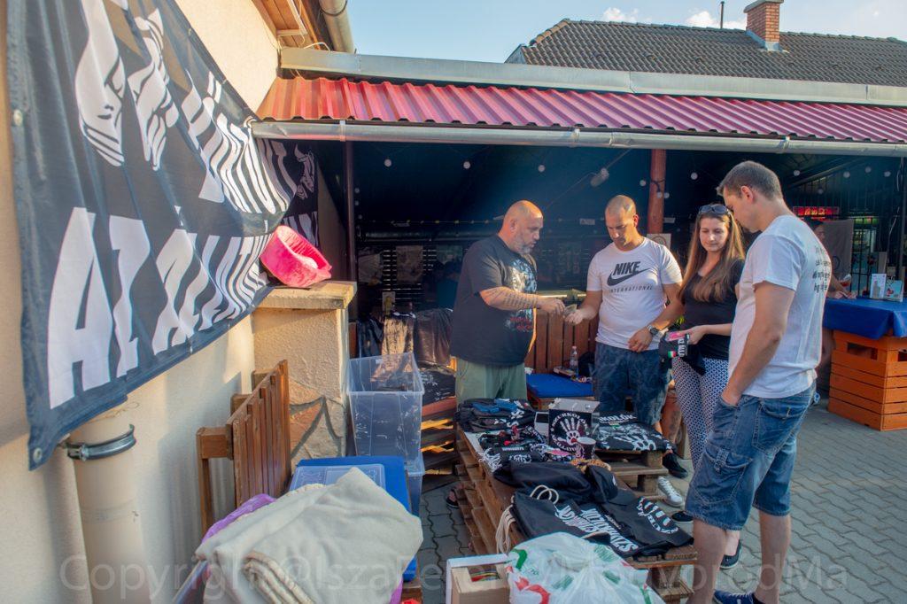 A Hangya teraszon buliztak az adománygyűjtő szurkolók