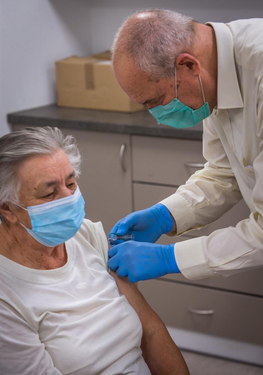 Így oltják a kínai vakcinával a mogyoródiakat